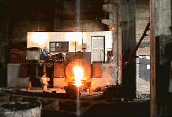 0.5吨中频熔炼炉.jpg