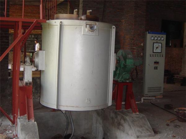电阻熔铝炉.jpg